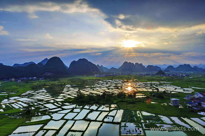 Guilin Muhuantou sunrise